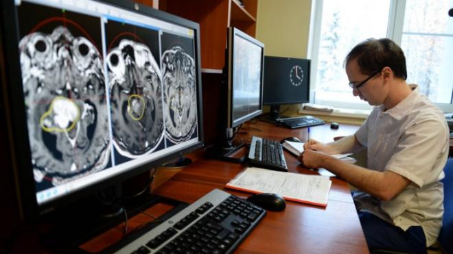 Поликлиники Ленобласти переходят с бумажных медицинских карт пациентов на электронные