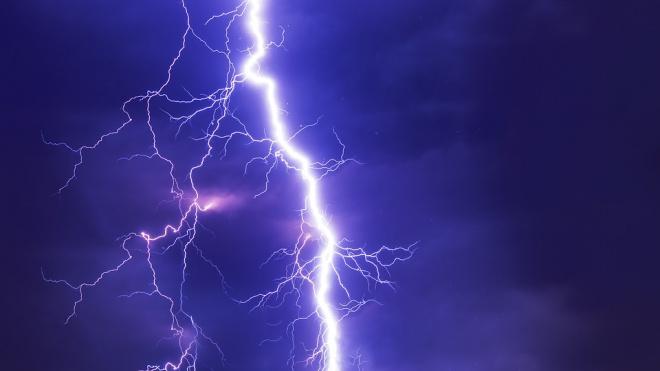 В Башкирии молния убила женщину во дворе дома
