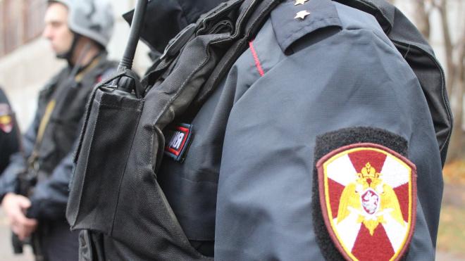 В Петроградском районе Петербурга задержали буйных жильцов коммунальной квартиры