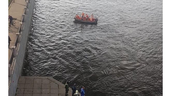 Под Володарским мостом утонул человек