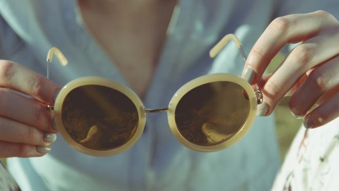 Офтальмолог рассказала жителям Петербурга, как защитить глаза от весеннего солнца и пыли