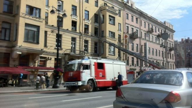 Пожар в центре Петербурга: горит дом на Невском проспекте