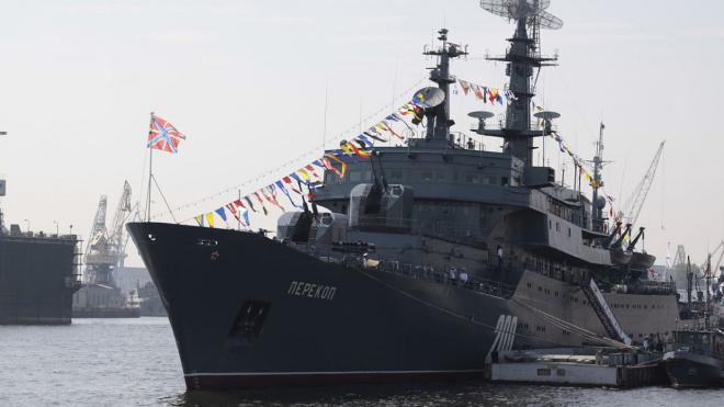 В военно-морском салоне примут участие 30 кораблей