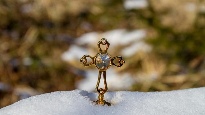 На Большевиков у православного бизнесмена мигранты стащили бриллиантовый краст за 400 тысяч рублей