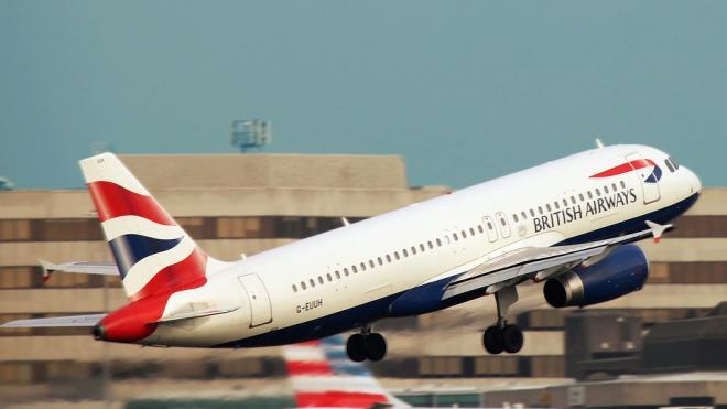 Британские власти обязали всех прибывающих в Англию иметь отрицательный тест на COVID-19