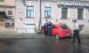 Автоледи на гламурной машине врезалась в дом на Римского-Корсакова