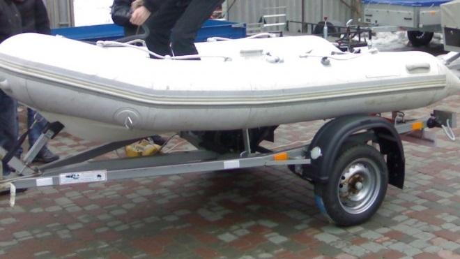 Лодка сбила женщину на тротуаре на В.О.. Пострадавшая госпитализирована