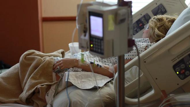 Минздрав РФ назвал число свободных коек для лечения больных с COVID-19