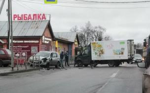 Выезд из Мурино заблокировало ДТП с фургоном и иномаркой