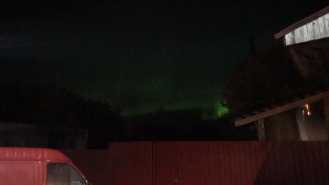 В Петербурге жители города ночью увидели северное сияние