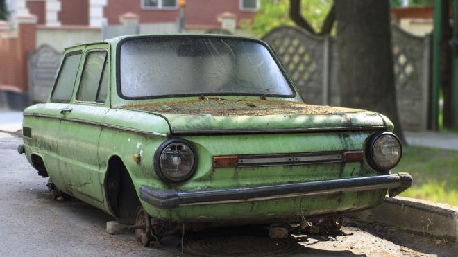 Петербургские депутаты предлагают уменьшить сроки уплаты штрафов за брошенные машины