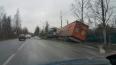 На Петрозаводском шоссе фура уединилась в кювете с фонар...
