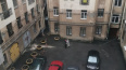 С фасада дома на улице Куйбышева на тротуар упал кусок л...
