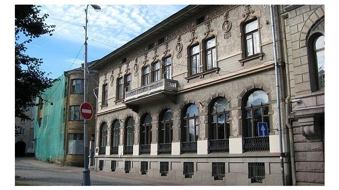 Здание с гаргульями в Выборге выставлено на продажу