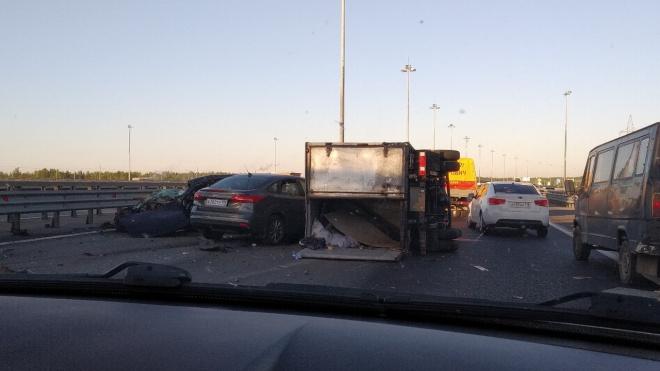 На внешней стороне КАД произошла авария с тремя автомобилями