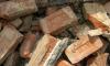 На Урале подростка завалило рухнувшей старой кирпичной стеной