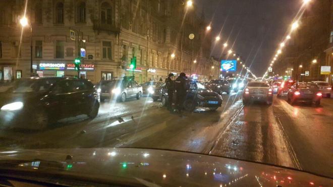 На Литейном проспекте из-за полицейских собралась огромная пробка