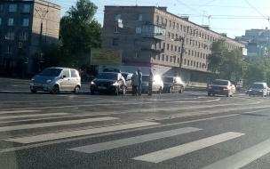 В Невском районе собрался паровозик из пяти машин