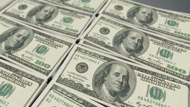 Курс рубля упал на фоне сообщений о новых санкциях США