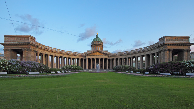 Спустя 12 лет в Казанском сквере Петербурга открыли вход со стороны Невского проспекта