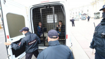 """Полиция задержала активистов у станции метро """"Гостиный двор"""""""