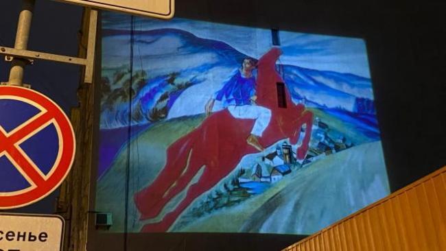 Световая копия картины Петрова-Водкина украсила дом на Васильевском острове