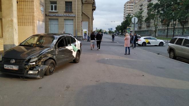 Пьяный водитель на каршеринговом автомобиле едва не сбил пешеходов