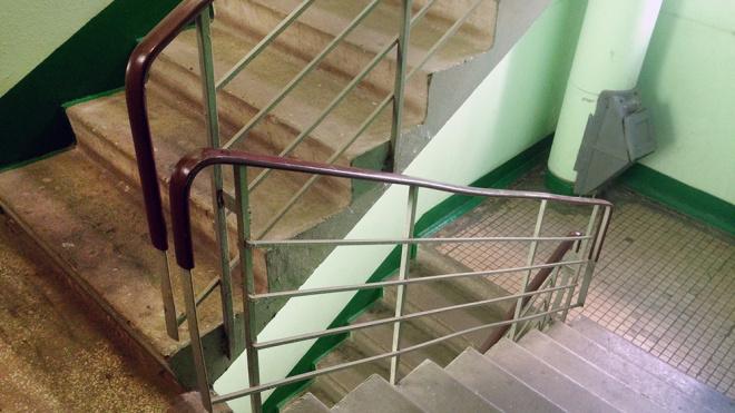 В Якутии женщина оставила ребенка в подъезде и бесследно исчезла