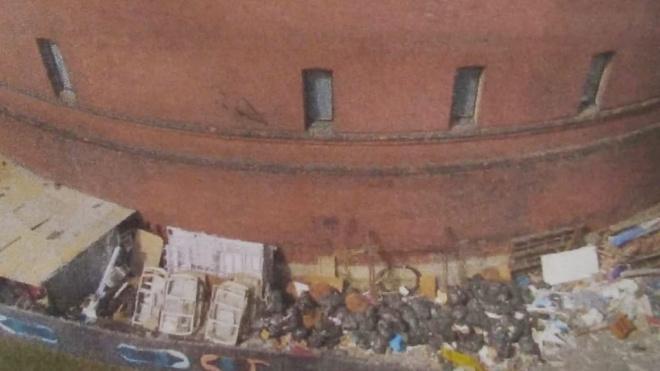 """Прокуратура потребовала от """"Планетария №1"""" разобраться со складом мусора"""