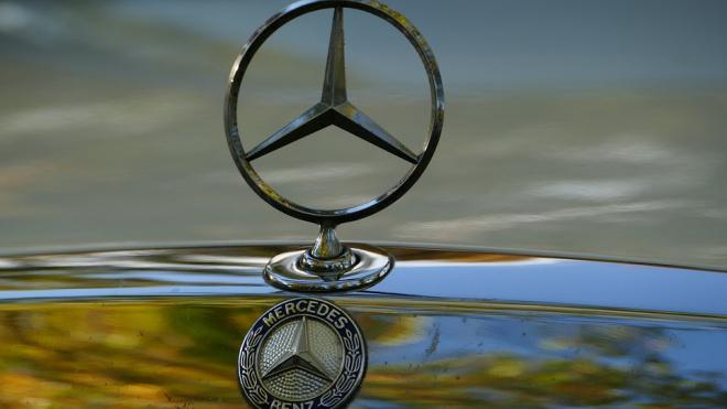Полицейские Петроградского района вернули владельцу Mercedes за 7 млн рублей