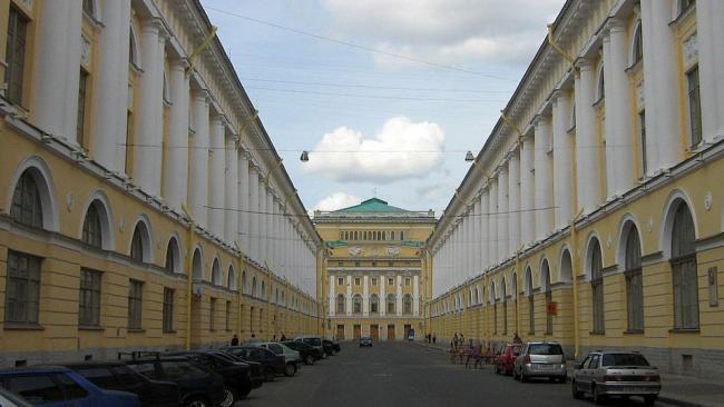 Фасад здания дирекции императорских театров со стороны улицы Зодчего Росси будет отреставрирован