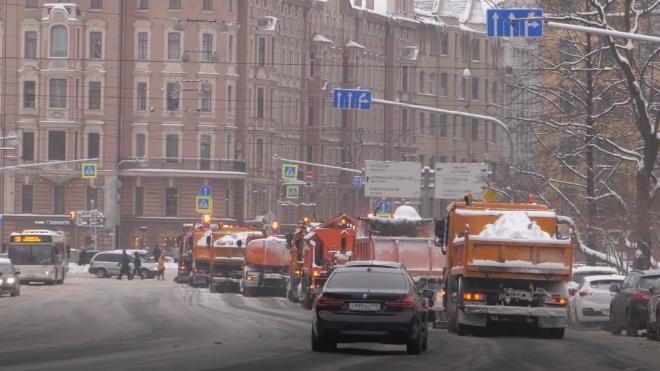 В воскресенье Петербург расчищают 1132 снегоуборочные машины