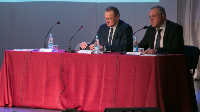 Дмитрий Никулин и Геннадий Орлов поприветствовали участников отчетного собрания