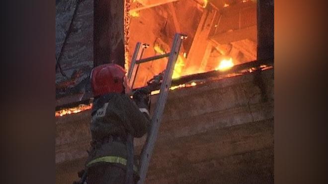 В одноэтажном жилом доме в Приморском районе горело 160 кв. метров площади