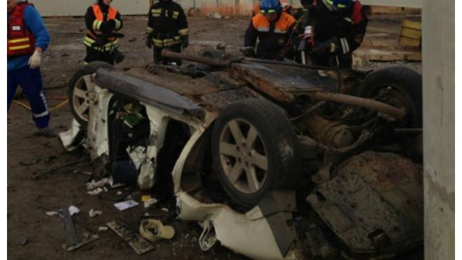 В Приморском райне Nissan рухнул с недостроенного виадука на ЗСД: есть жертвы