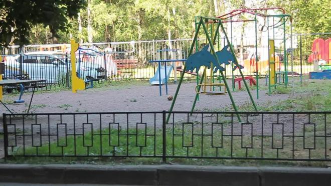 ЖКС Фрунзенского района заставлял жильцов дома платить за уборку территории. Ее оплачивает город