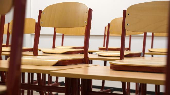 Беглов пообещал не жалеть денег на оснащение петербургских школ