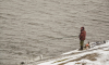 """Рыбак-мигрант вытащил из Лемболовского озера мешок с двумя автоматами """"Калашникова"""""""