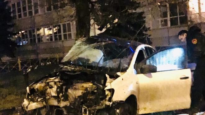 Автомобиль превратился в металлолом на Свердловской набережной