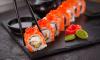 Трое голодных петербуржцев ограбили курьера с японской едой