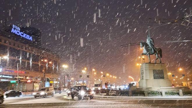 Петербуржцы поделились в сети фотографиями первого снега
