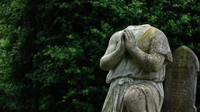 Вандалы опять напали на княгиню Шеину: скульптура лишилась головы
