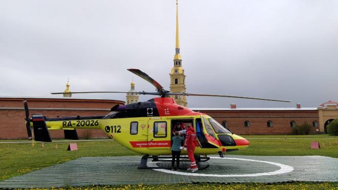 Вертолет санитарной  авиации доставил в больницу малыша и женщину с инсультом