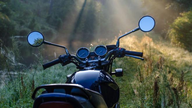 Мотоциклист попал под колеса автомобиля в Выборгском районе