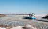 Из-за возможного наводнения, на Финском заливе начали колоть лёд