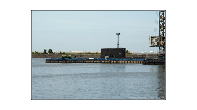 В Кронштадте у пристани, возможно, горела подводная лодка