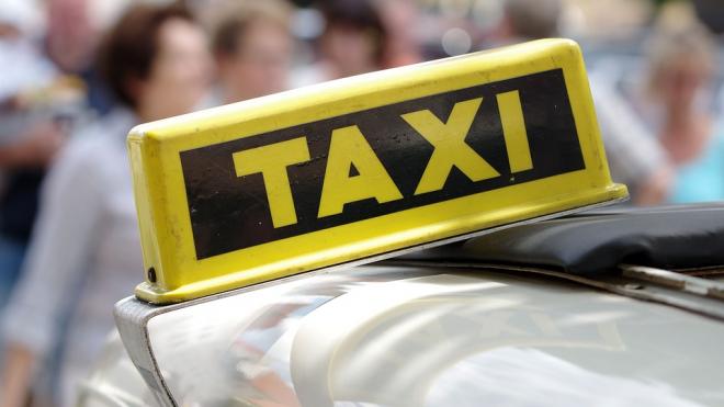 В Петербурге задержали водителя такси, который обокрал и избил пассажира