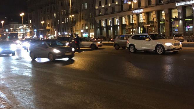 На Лиговском проспекте собралась авария из 5 машин