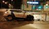 На Подвойского и Солидарности каршеринг врезался в забор