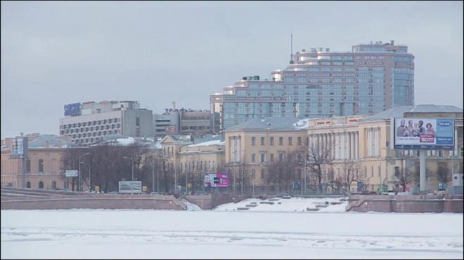 Мужчина провалился под лед на Шаумяна: спасти петербуржца не удалось